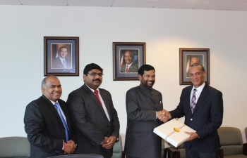 Minister of Consumer Affairs, Food and Public Distribution, Shri Ram Vilas Paswan called on the Senator Mr. Dennis Moses, Minister of Foreign Affairs, Government of Trinidad and Tobago, at his Office in Port of Spain – October 26, 2016
