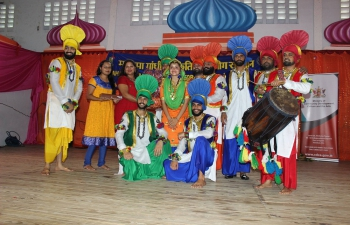 High Commission of India, Mahatma Gandhi Institute for Cultural Co-Operation in collaboration with the Ministry of Community Development, Culture and the Swaha Hindu College organized a performance by a 12 Member Asian Punjabi Bhangra Group from India.